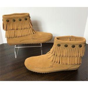 LIKE NEW Minnetonka Double Fringe Side Zip Boots